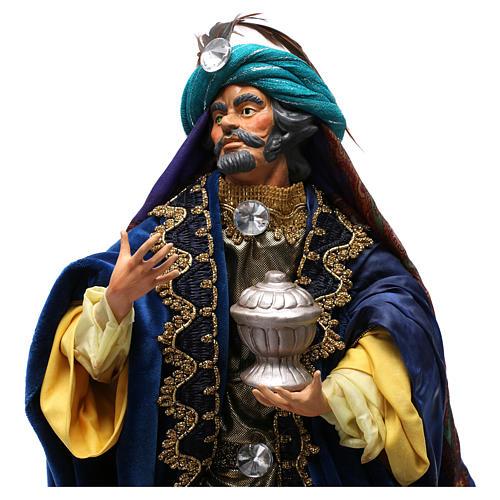 Re magio con dono in terracotta per presepe Napoli da 35 cm 2