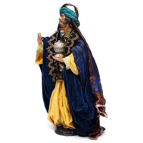 Re magio con dono in terracotta per presepe Napoli da 35 cm 3