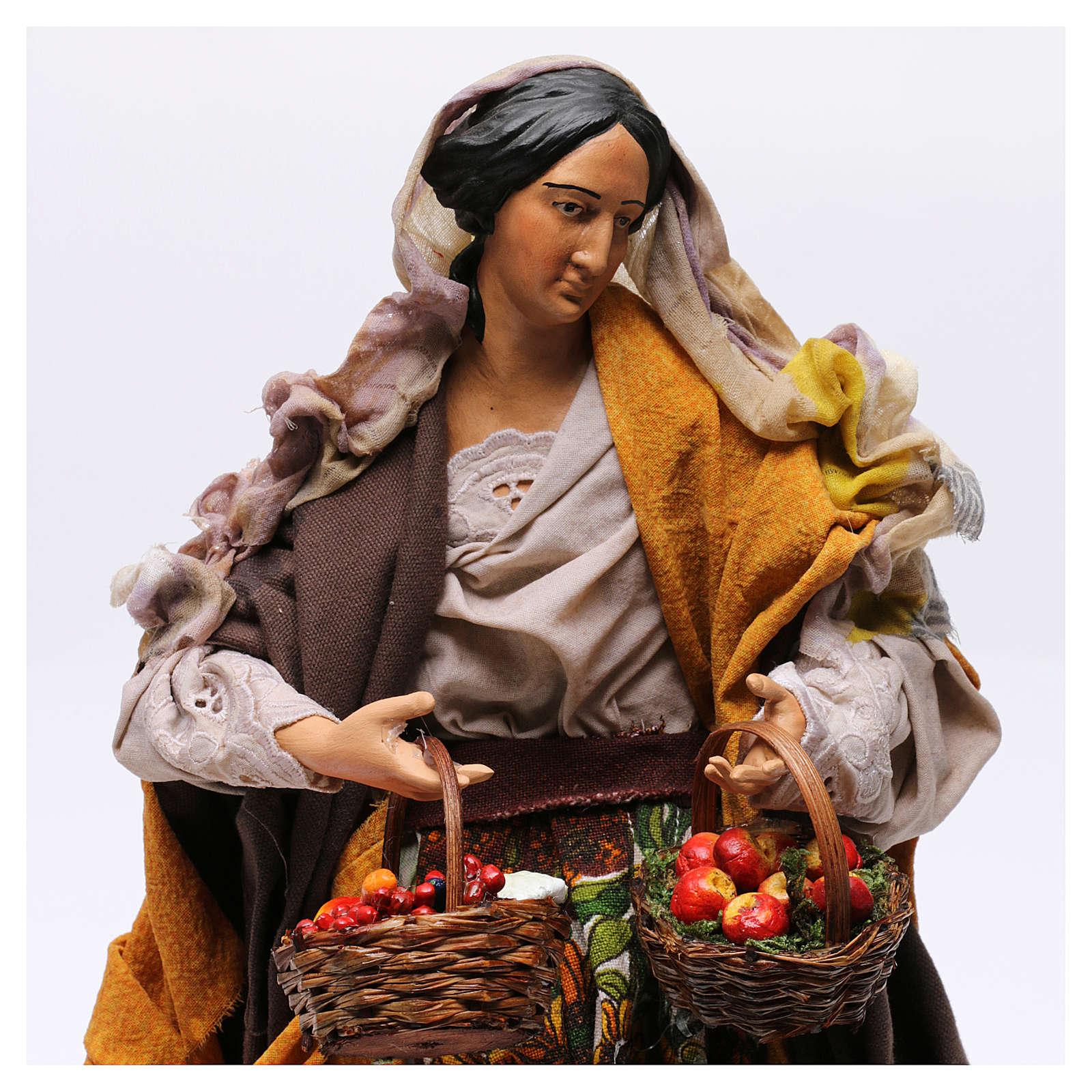 Donna con cesti di frutta e verdura per presepe Napoli stile '700 di 30 cm 4