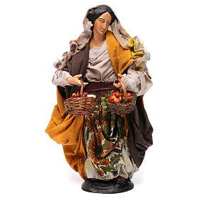 Donna con cesti di frutta e verdura per presepe Napoli stile '700 di 30 cm s1