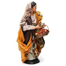 Donna con cesti di frutta e verdura per presepe Napoli stile '700 di 30 cm s4