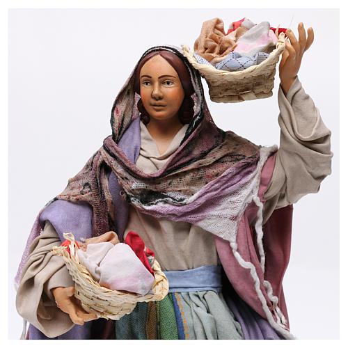 Donna con cesti di panni per presepe Napoli stile 700 di 30 cm 2