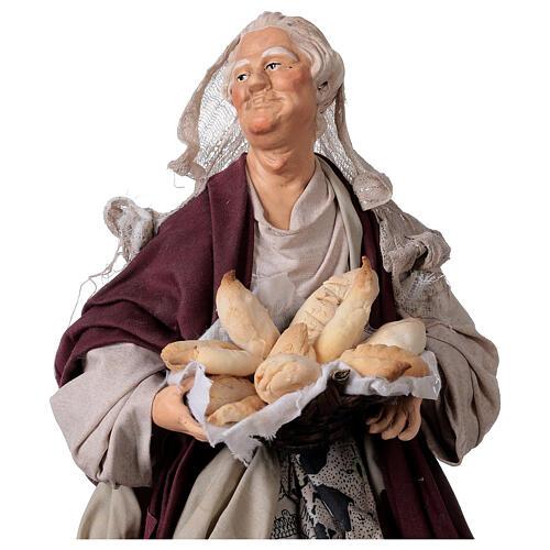 Mujer con cesta de pan para belén Nápoles estilo 700 de 30 cm de altura media 2