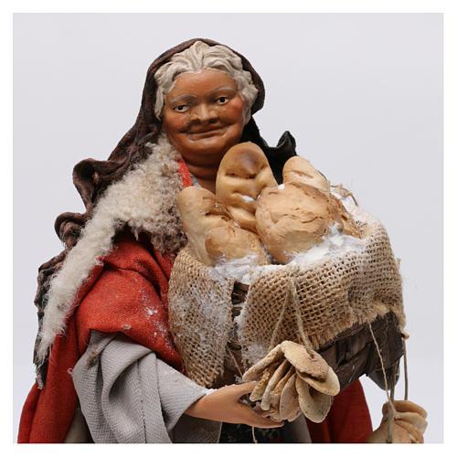 Donna con cesto di pane per presepe Napoli stile 700 di 30 cm 2
