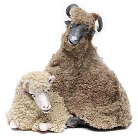 Caprone con pecorella per presepe napoletano stile '700 di 35 cm s1