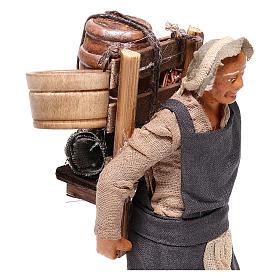 Hombre con barril de vino para belén napolitano 12 cm de altura media s2