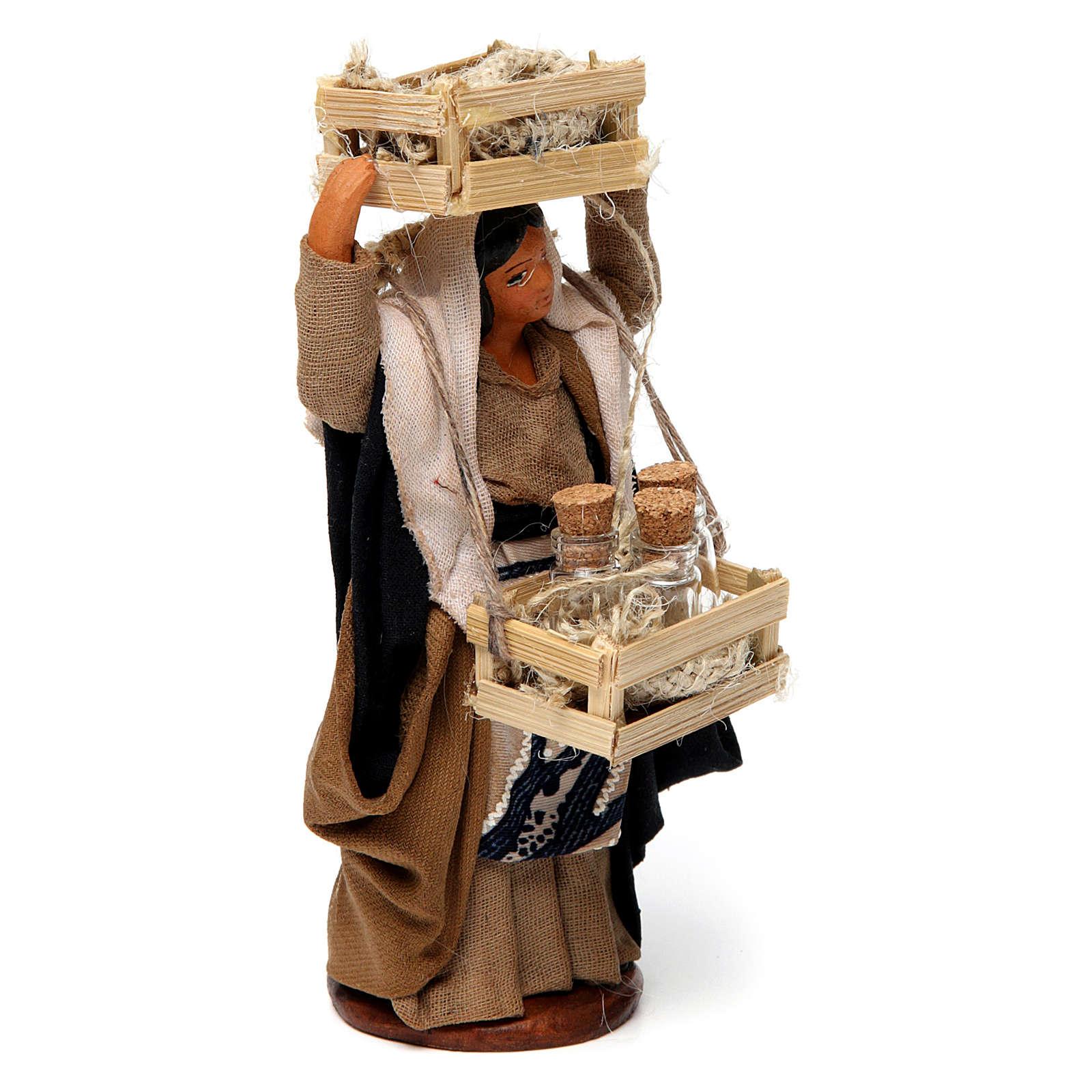 Donna con casse di legno e bottiglie di vetro per presepe Napoli di 12 cm 4