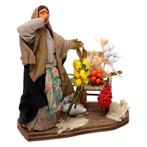 Venditrice di frutta e verdura per presepe napoletano 12 cm 3