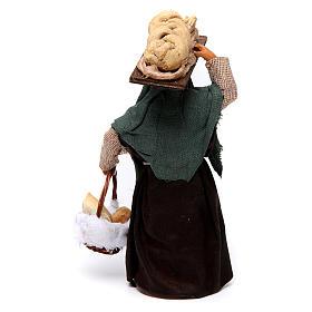 Donna che porta il pane presepe di Napoli 12 cm s4