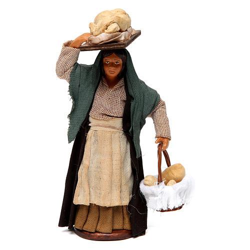 Donna che porta il pane presepe di Napoli 12 cm 1