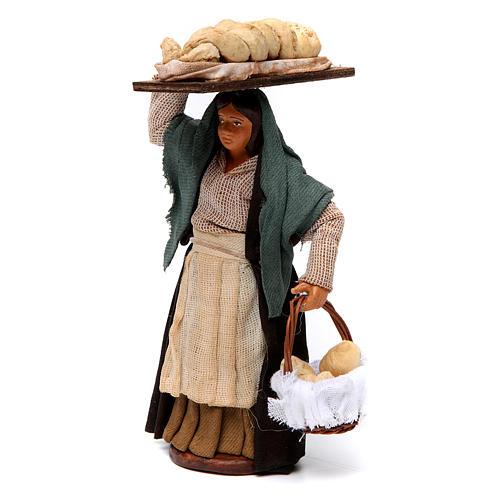 Donna che porta il pane presepe di Napoli 12 cm 2
