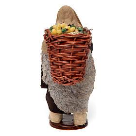 Uomo con cesti di uva per presepe napoletano di 12 cm s4