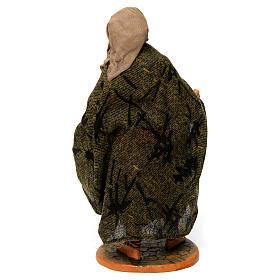 Uomo anziano con mantello per presepe napoletano 30 cm s4