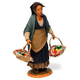 Donna con cesti di frutta per presepe napoletano 30 cm s3