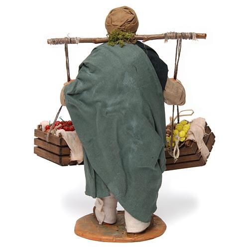 Uomo con due cesti di frutta e verdura per presepe napoletano 30 cm 4
