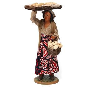 Donna con cesto di pane per presepe napoletano 30 cm s1