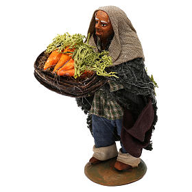 STOCK Pastore con cesto carote vestito in terracotta di 10 cm Presepe Napoletano s2