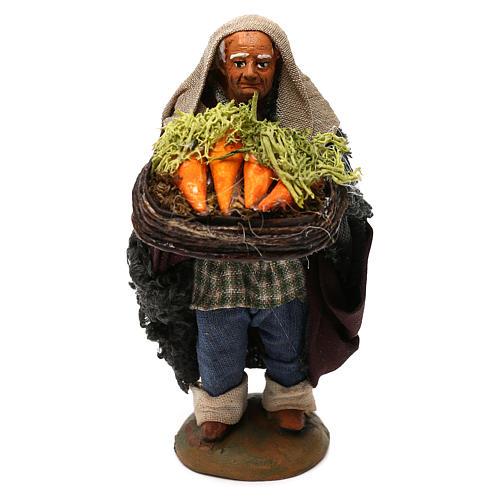 STOCK Pastore con cesto carote vestito in terracotta di 10 cm Presepe Napoletano 1