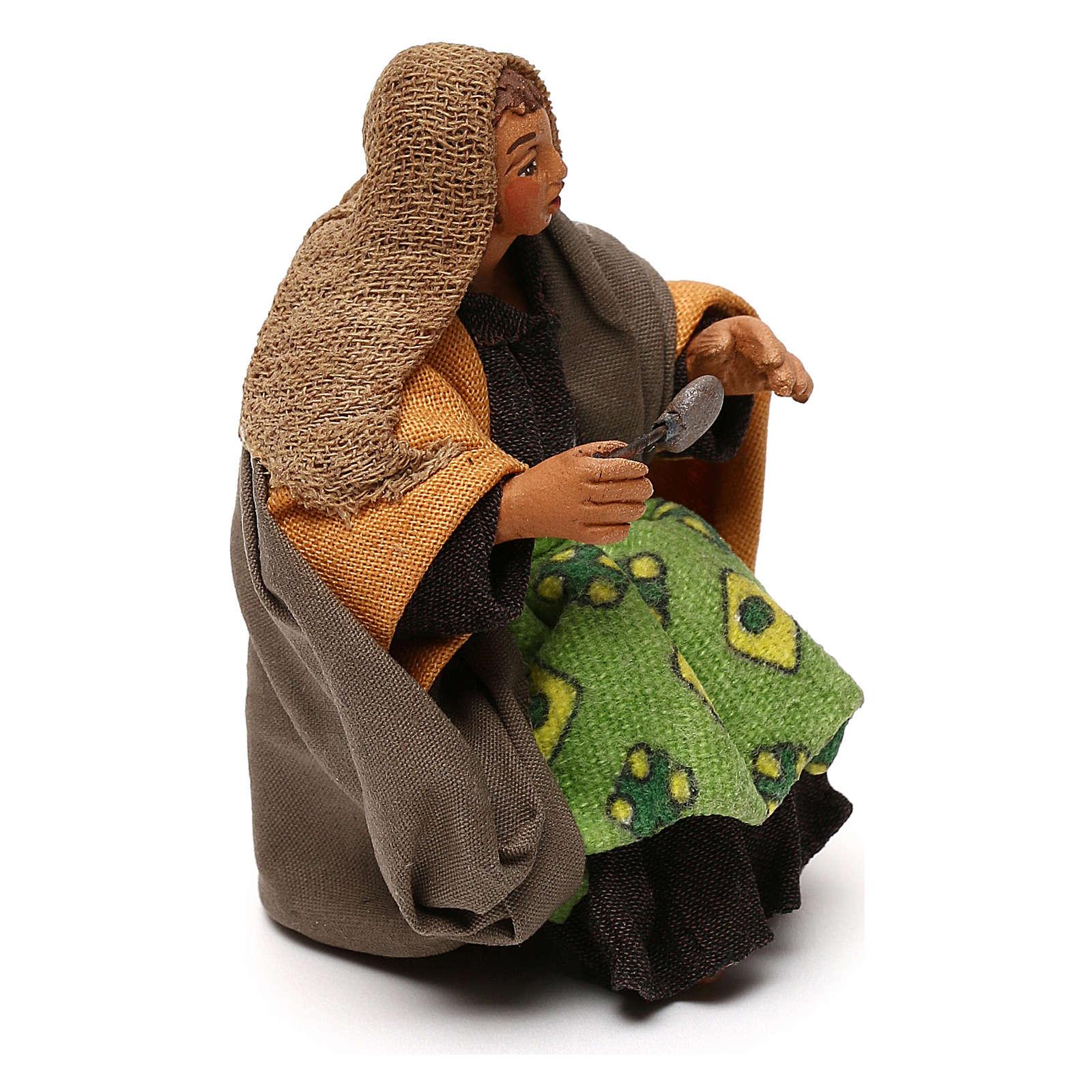STOCK Donna seduta vestita con cucchiaio in terracotta cm 10 presepe napoletano 4