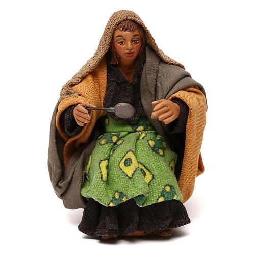 STOCK Donna seduta vestita con cucchiaio in terracotta cm 10 presepe napoletano 1