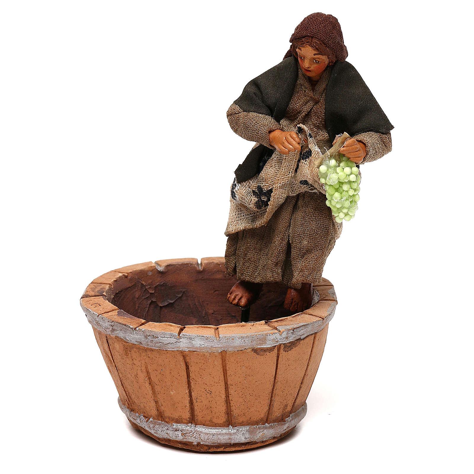 Mujer que pisa la uva belén napolitano 10 cm 4