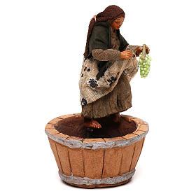 Mujer que pisa la uva belén napolitano 10 cm s3