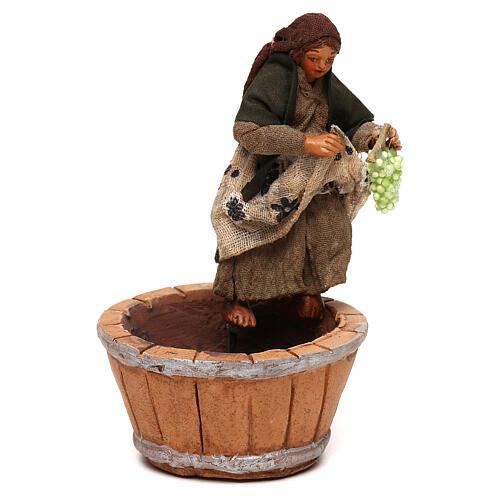 Mujer que pisa la uva belén napolitano 10 cm 1