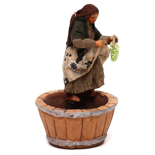 Mujer que pisa la uva belén napolitano 10 cm 3