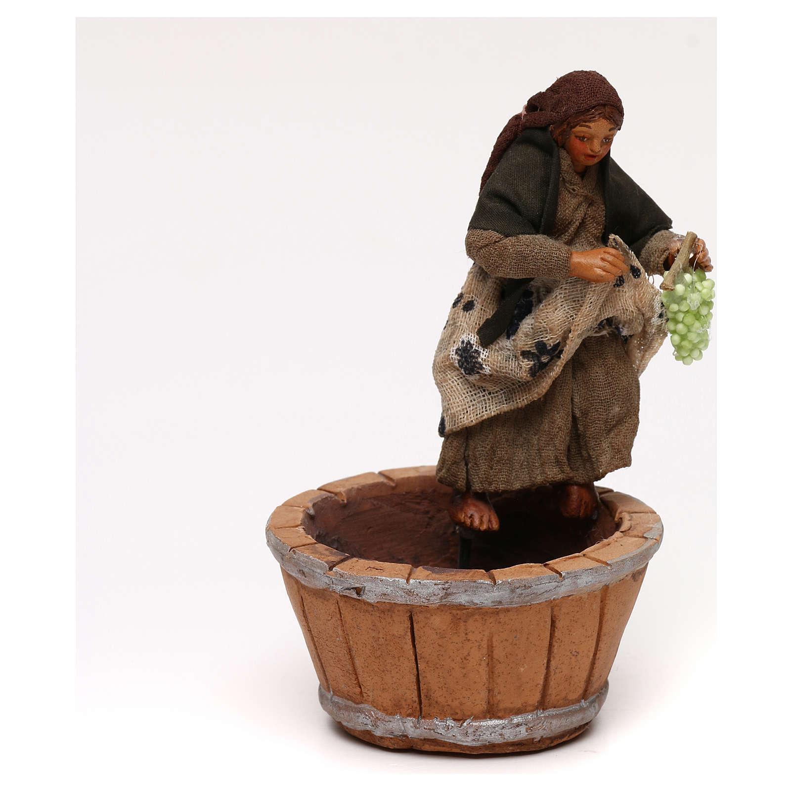 Donna che pigia l'uva presepe napoletano 10 cm 4