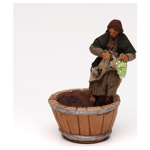 Donna che pigia l'uva presepe napoletano 10 cm 2