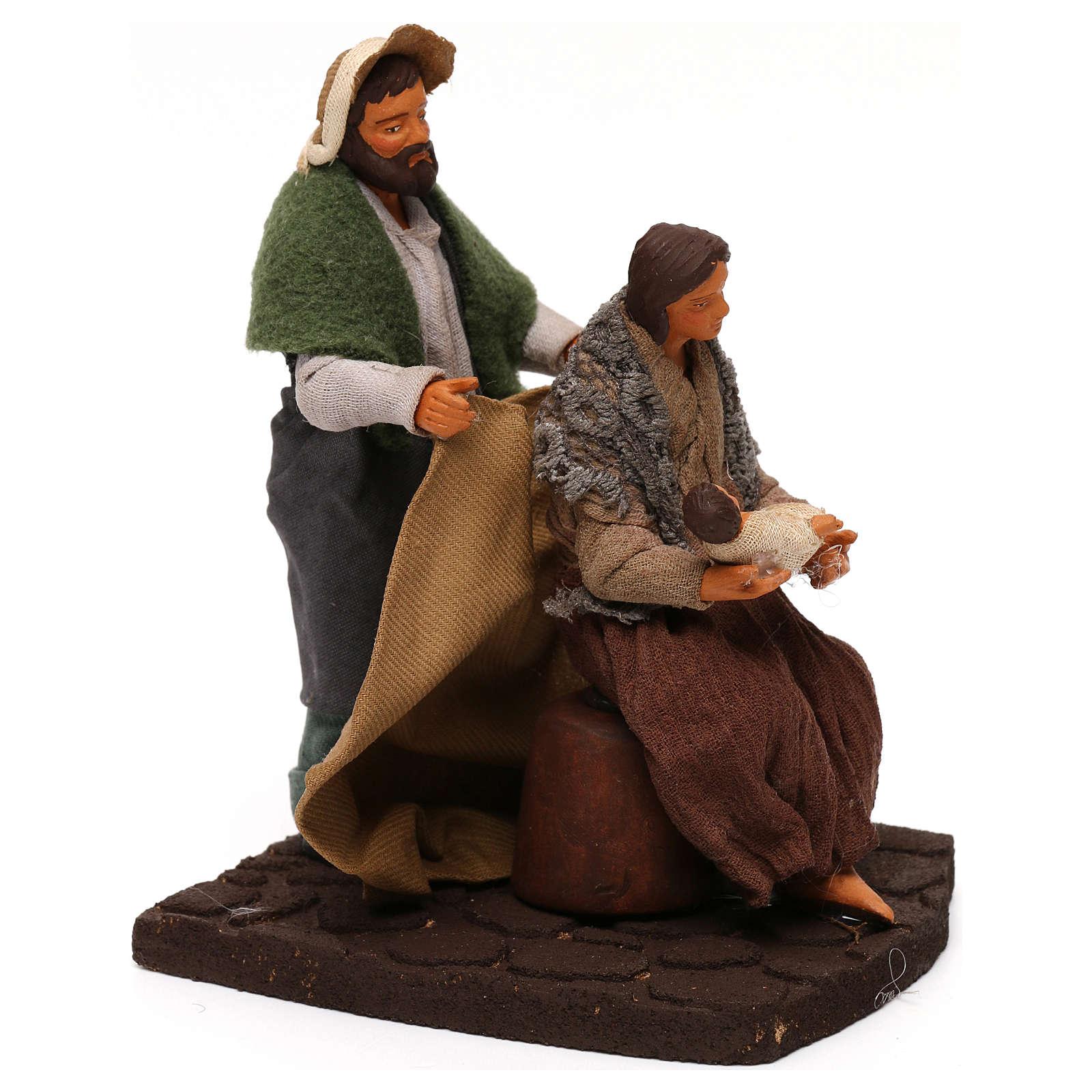 Man covering wife and baby, Neapolitan Nativity scene 10 cm 4