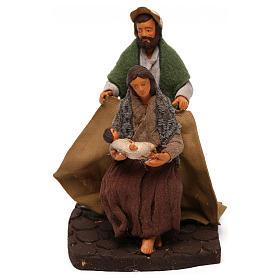 Man covering wife and baby, Neapolitan Nativity scene 10 cm s1