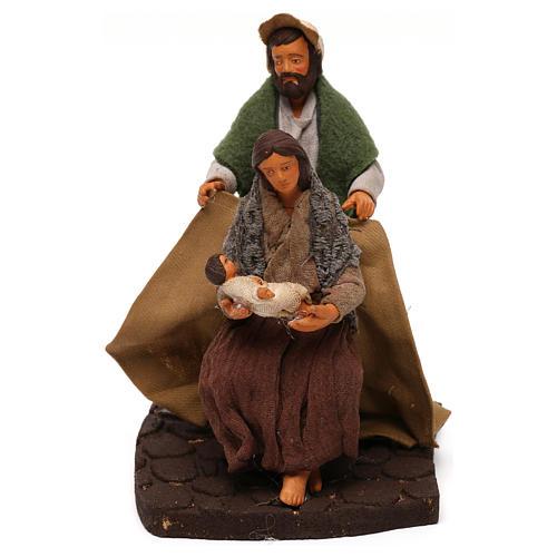 Man covering wife and baby, Neapolitan Nativity scene 10 cm 1