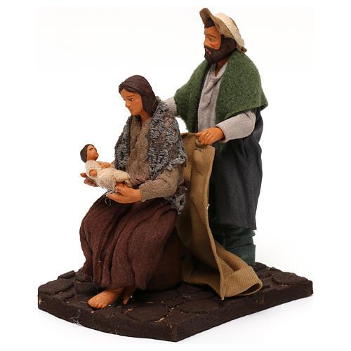 Man covering wife and baby, Neapolitan Nativity scene 10 cm 2