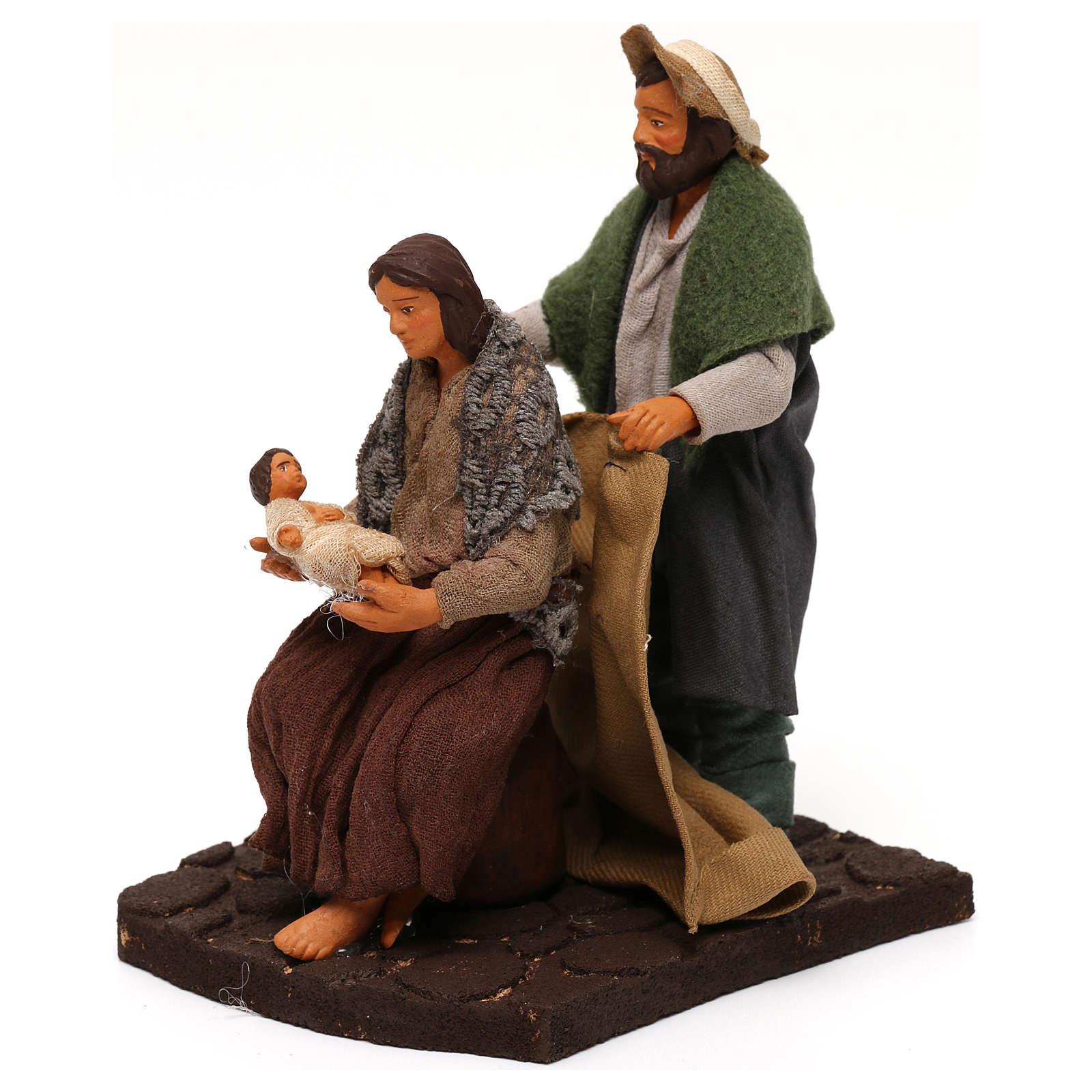 Marito che copre moglie con bambino presepe napoletano 12 cm 4