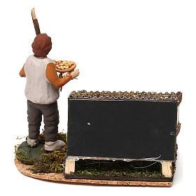Scena di uomo nel pollaio con mangime presepe napoletano 8/10 cm s4
