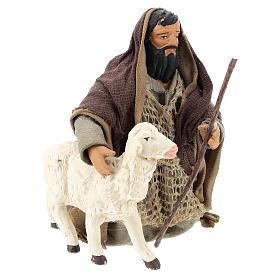 Pastor árabe de rodillas con ovejita 14 cm s4