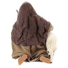 Pastor árabe de rodillas con ovejita 14 cm s5