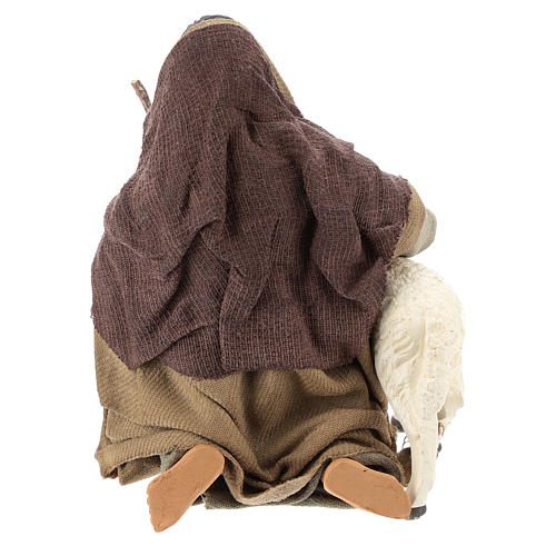 Pastor árabe de rodillas con ovejita 14 cm 5