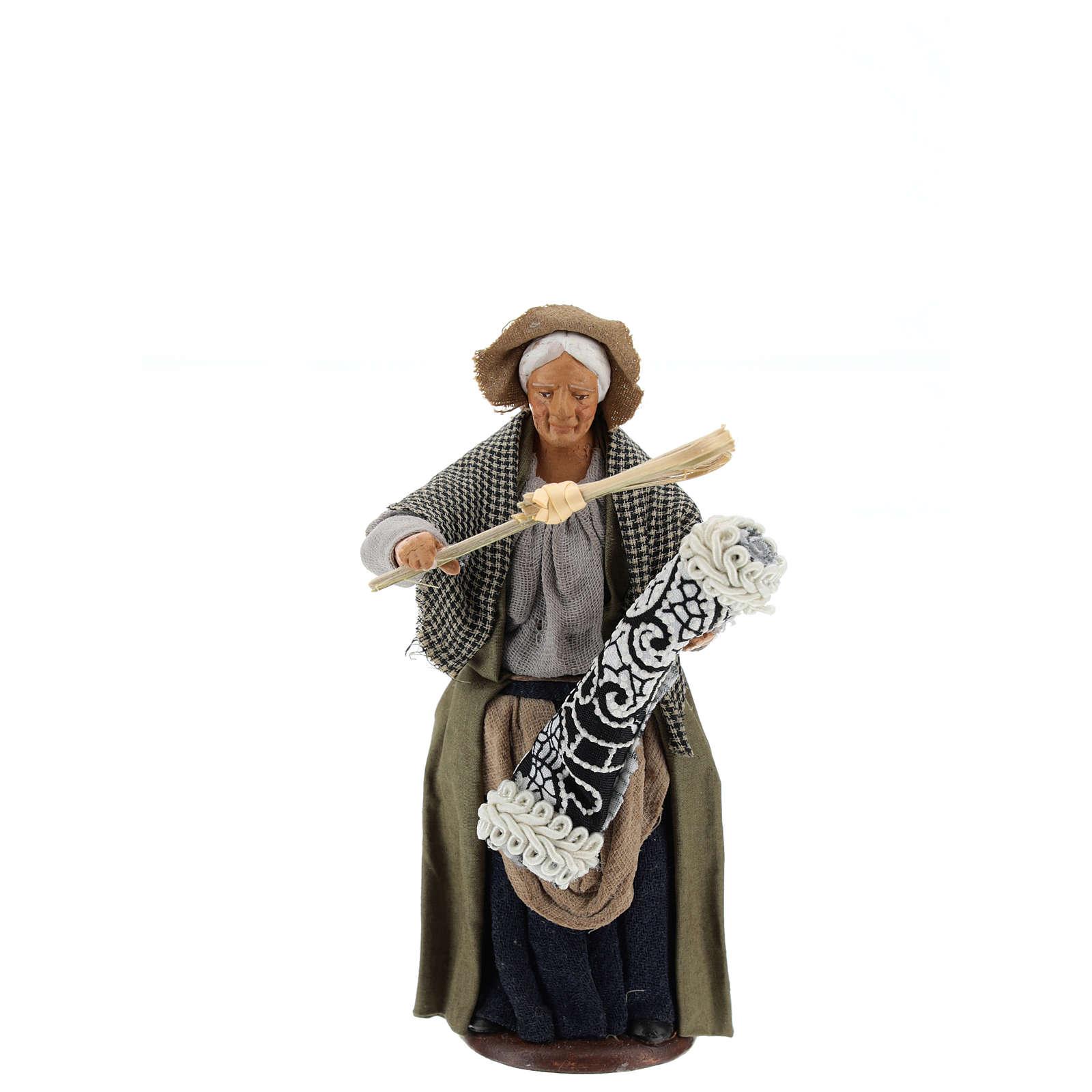 Statua donna che batte il tappeto 13 cm 4