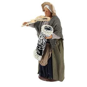 Statua donna che batte il tappeto 13 cm s3