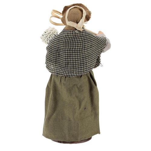 Statua donna che batte il tappeto 13 cm 5