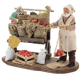 Marchand de fruits et légumes avec étal et balance 13 cm s3
