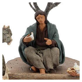 Mujer sentada bajo el árbol con pajaritos belenes 14 cm s2