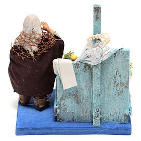 Pescivendolo con banco pesce 10x10x10 cm per presepe Napoli di 10 cm  s4
