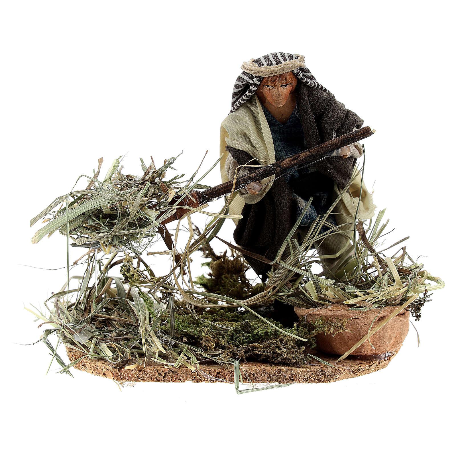 Farmer shoveling straw, 8 cm Neapolitan nativity terracotta 4