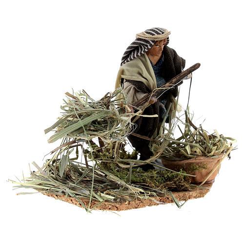 Farmer shoveling straw, 8 cm Neapolitan nativity terracotta 3