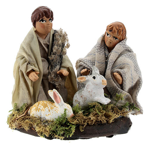 Coppia bambini con conigli terracotta presepe napoletano 8 cm 1