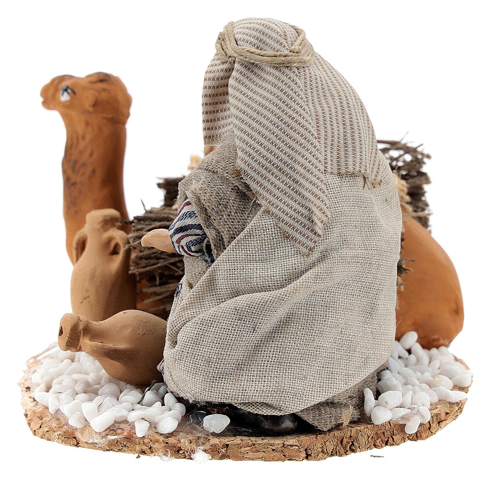 Man loading camel with vases, 8 cm Neapolitan nativity terracotta 4