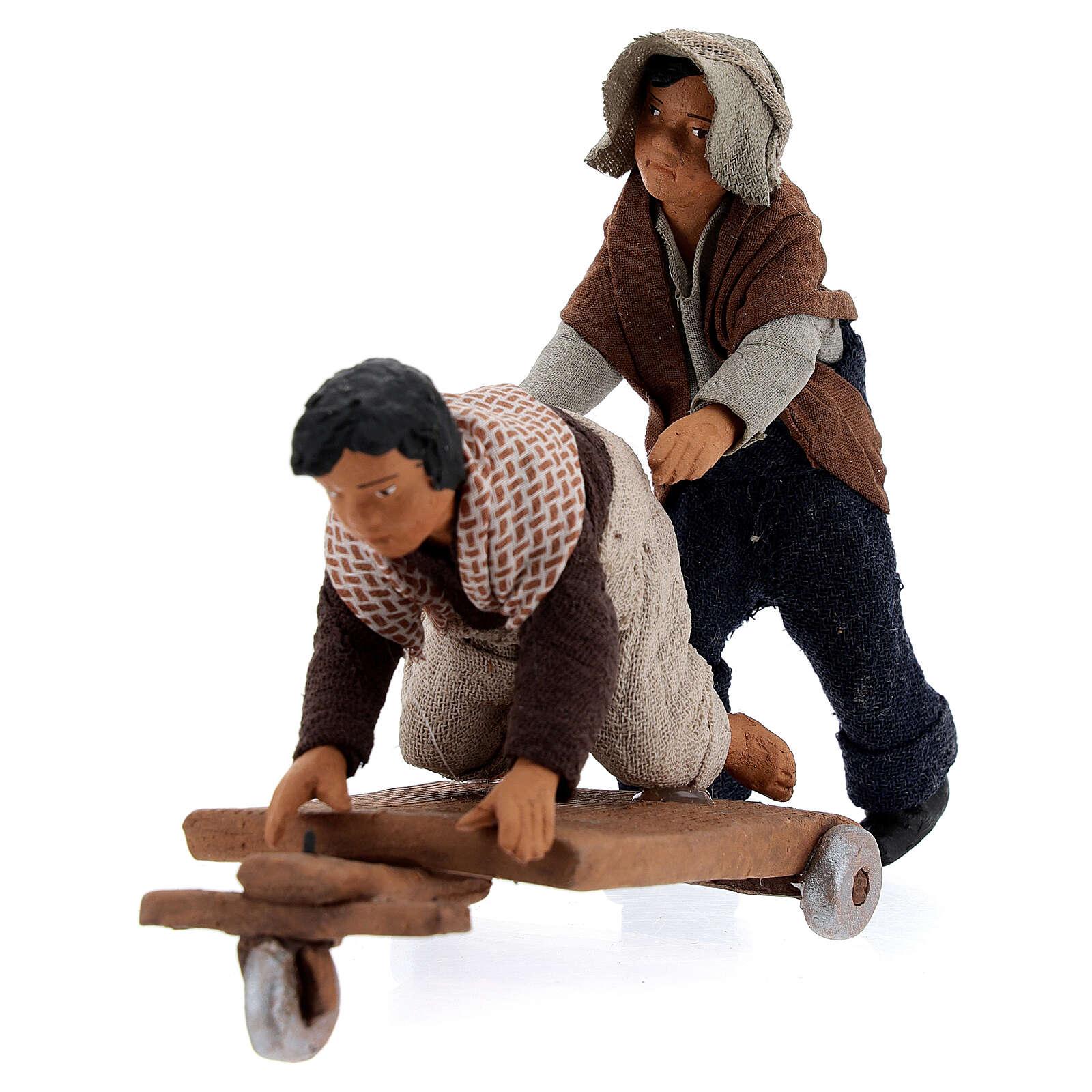 Crianças jogando com carrinho cena para presépio napolitano com figuras de altura média 13 cm 4